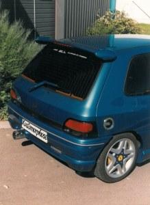 """Becquet de toit """"ALIEN"""" Esquiss'Auto pour Renault Clio 1 avec feux de stop"""